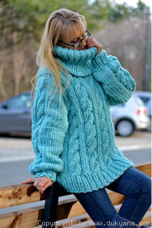 Heavyweight soft wool oversized T-neck sweater in mint