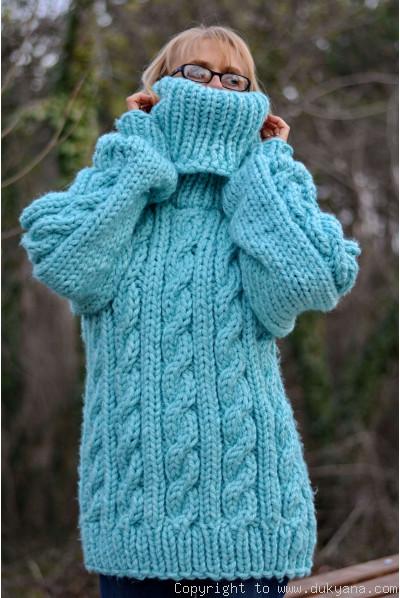 Heavyweight soft wool oversized T-neck sweater in mint