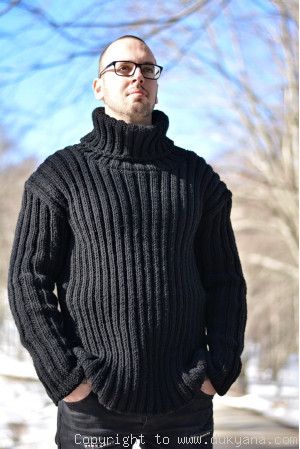Merino blend mens T-neck ribbed sweater in black