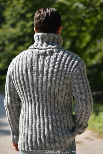 Merino blend mens T-neck ribbed sweater in gray