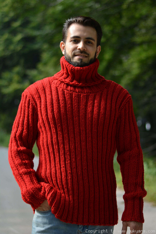 Merino blend mens T-neck ribbed sweater in red