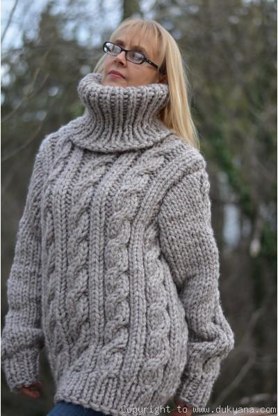 Heavyweight soft wool mens T-neck sweater in beige