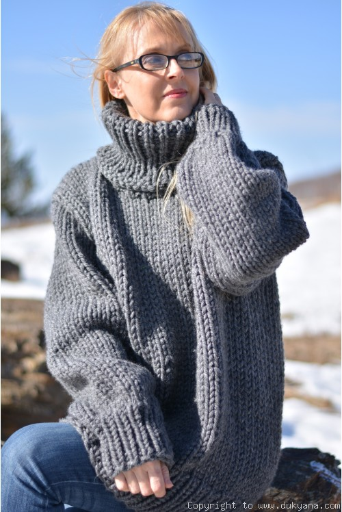 Chunky and soft merino blend mens T-neck sweater in gray