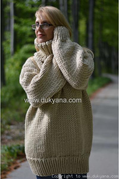 Chunky soft merino blend mens T-neck sweater in beige