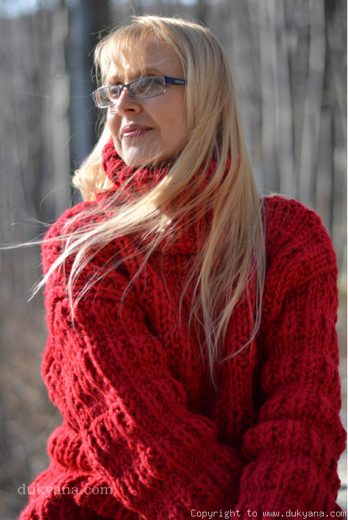 Knitted wool soft Tneck sweater in red