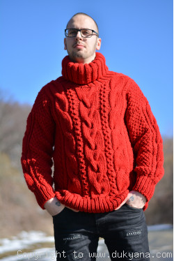 Woolblend T-neck cabled sweater in true red
