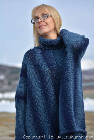Knitted wool blend poncho in blue