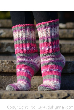 Handmade wool socks in fuchsia gray mix