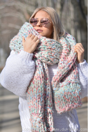 Super thick chunky wool scarf in mint and pink